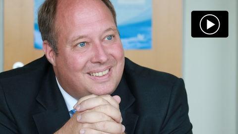 Der CDU-Spitzenkandidat in Hessen, Helge Braun, zu Besuch bei hessenschau.de