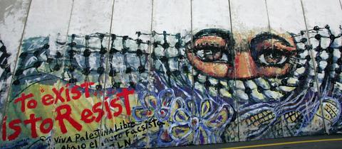 """Graffito auf Mauer zwischen Jerusalem und Westjordanland: """"Leben ist Widerstand"""""""