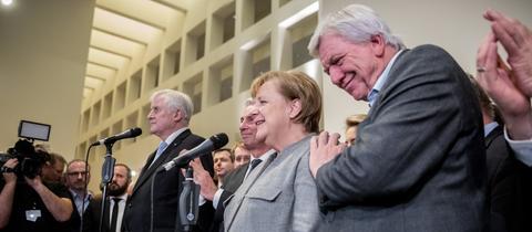 Hessens Ministerpräsident Volker Bouffier (re.) steht nach dem Scheitern der Jamaika-Gespräche neben Bundeskanzlerin Angela Merkel (beide CDU)