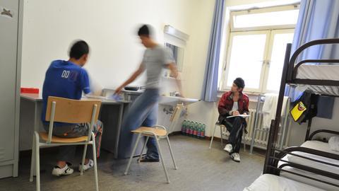 Jugendliche in einem Heim für minderjährige Asylbewerber