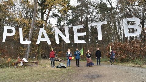 """Die Gründungsveranstaltung der Marburger Klimaliste im Wald unter dem Slogan """"Planet B"""""""