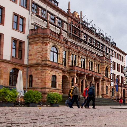 Foto des Rathauses in Wiesbaden.