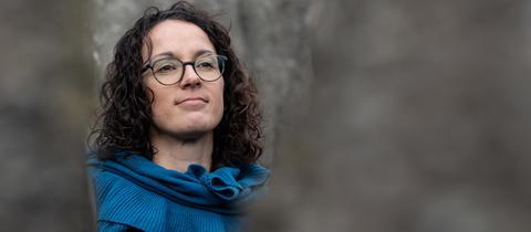 Hessens Kunst- und Wissenschaftsministerin Angela Dorn (Grüne) im Bergpark Wilhelmshöhe in Kassel