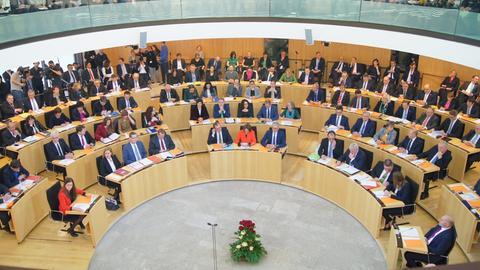 Voller Plenarsaal des hessischen Landtags