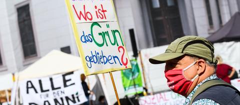 Protest gegen A49 und die Grünen vor dem Landtag