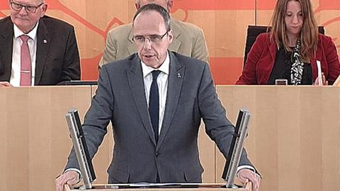 beamten-besoldung- Peter Beuth (CDU)