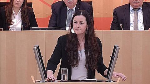 landtag-schulkuerzungen- Janine Wissler (Linke)