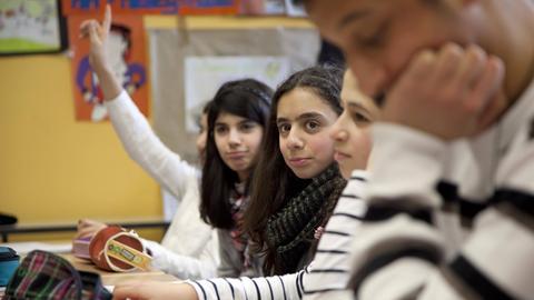 SPD fordert Modernisierung des Fremdsprachenangebots an hessischen Schulen.