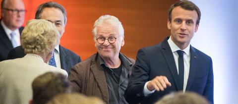 Der Publizist und Politiker Daniel Cohn-Bendit und Frankreichs Staatspräsident Emmanuel Macron im Festsaal der Frankfurter Johann Wolfgang Goethe-Universität
