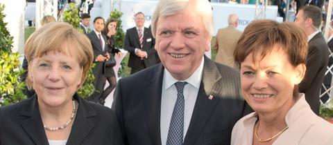 Angela Merkel, Volker Bouffier und Lucia Puttrich bei einem gemeinsamen Auftritt in Berlin 2014.