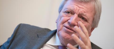Hessens Ministerpräsident Bouffier (CDU) im Gespräch