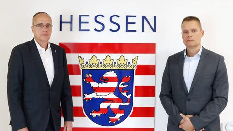 Innenminister Beuth (l) und der Sonderermittler Hanspeter Mener