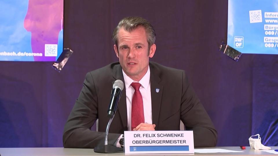Offenbachs Oberbürgermeister Felix Schwenke (SPD) auf der Pressekonferenz