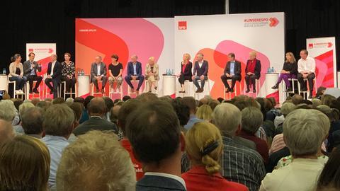 Kandidaten für den SPD-Vorsitz bei der Regionalkonferenz in Friedberg