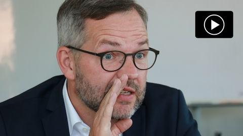Der hessische Spitzenkandidat der SPD bei der Bundestagswahl, Michael Roth, im hessenschau.de-Gespräch