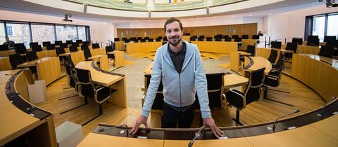 Lukas Schauder (Die Grünen) im Plenarsaal des hessischen Landtags