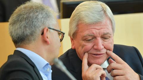 Bouffier und al-Wazir im Landtag.