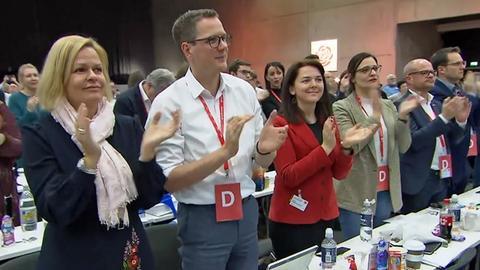 Hessen beim SPD-Bundesparteitag: Landeschefin Nany Faser  und ihr Generalsekretär Christoph Degen (v.r.)