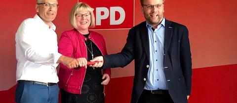 Die Doppelspitze des SPD-Unterbezirks Kassel-Nord, Andreas Siebert und Silke Engler, mit Bundestagsabgeordneten Timon Gremmels