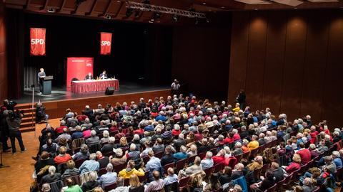 400 SPD-Mitglieder waren zur Diskussion in die Stadthalle Oberursel gekommen.