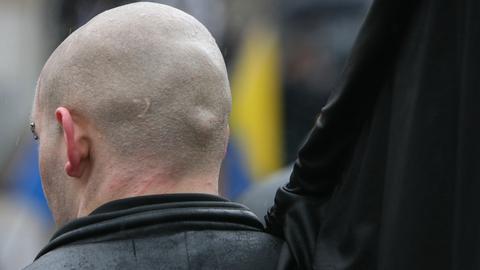 Hinterkopf eines Nazis