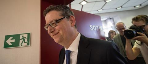 Thorsten Schäfer-Gümbel (SPD) kurz nach der Verkündung seines Rücktritts.