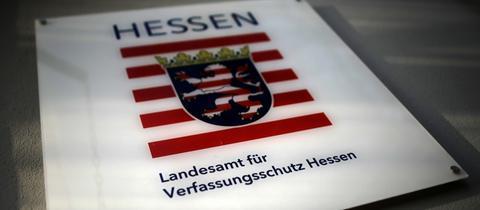 Schild am Landesamt für Verfassungsschutz