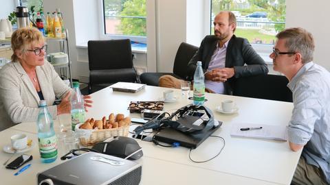Daniela Wagner (l.) im Gespräch mit Wolfgang Jeck und Frank van Bebber