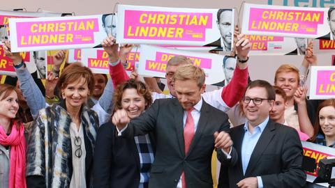 FDP-Bundesvorsitzender Lindner (Mitte), neben ihm FDP-Generalsekretärin Beer und FDP-Landeschef Ruppert.