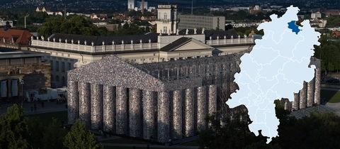 """The Parthenon of Books"""" vor dem Fridericianum in Kassel. Stadt und Region profitieren auch von den Besuchern der Weltkunstschau documenta -alle vier Jahre."""