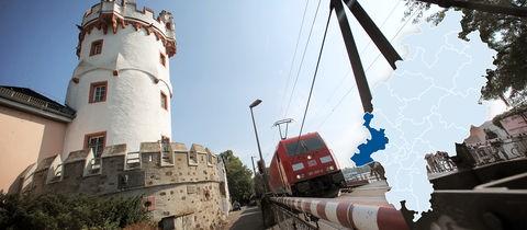 Ein Zug braust bei Rüdesheim durch das Rheintal - Bahnlärm sorgt in der Region für Ärger.