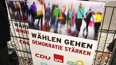 Gemeinsame Plakataktion: CDU, SPD, Grünen, FDP und Freien Wählern wollen damit in Gießen ein Zeichen gegen Ausländerfeindlichkeit setzen