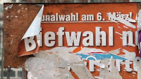 Abgerissenes Plakat zur Kommunwahlwahl 2016