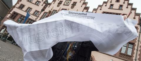 Frankfurt hat den längsten Stimmzettel.