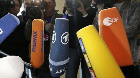 Mikrofone und Kameras bei einem Pressetermin