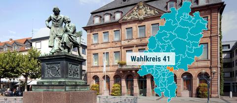 Das Neustaedter Rathaus mit dem Gebrueder Grimm Denkmal in Hanau.