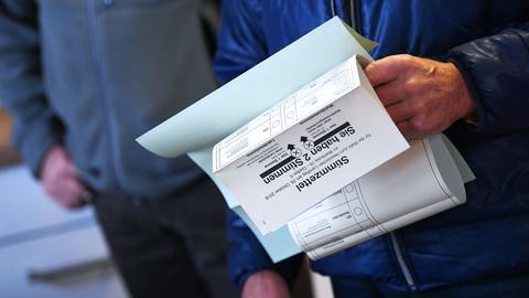 Stimmzettel zur Landtagswahl in Frankfurt.