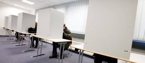 Wahlkabinen im Bürgeramt Frankfurt.