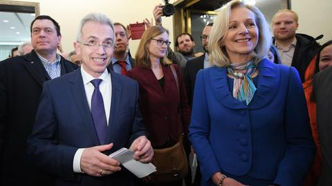 Peter Feldmann (SPD) und Bernadette Weyland (CDU) im Römer - beim ersten OB-Wahlsonntag vor zwei Wochen..