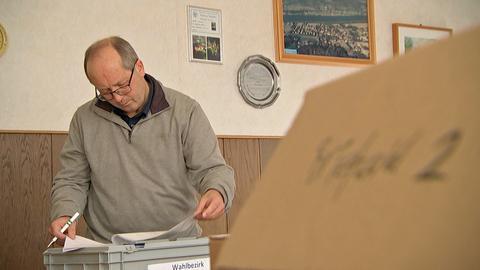 Wahlleiter Dieter Semdner