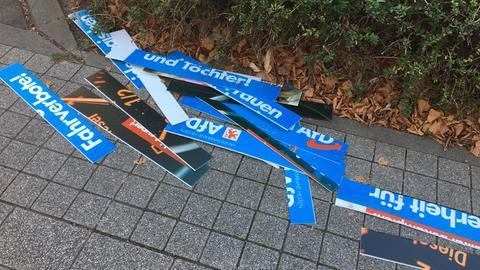 Zerstörtes AfD-Plakat
