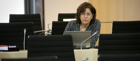 Die SPD-Abgeordnete Andrea Ypsilanti 2011 im Hessischen Landtag.