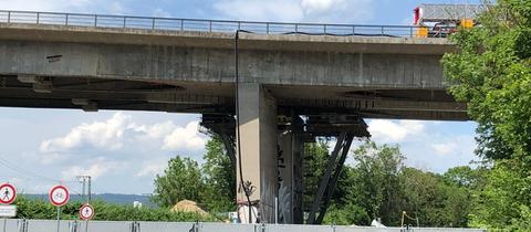 Die abgesperrte Salzbachtalbrücke bei Wiesbaden