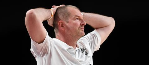 Henrik Rödl schlägt die Hände über dem Kopf zusammen