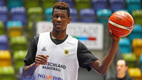 Isaac Bonga beim Training der Basketball-Nationalmannschaft