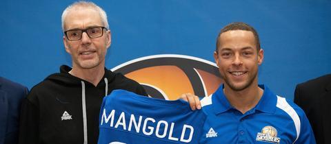 Skyliners-Neuverpflichtung Andrej Mangold (rechts) mit Trainer Gordon Herbert