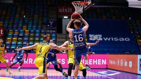 Philipp Hadenfeldt von den Skyliners im Spiel gegen Oldenburg