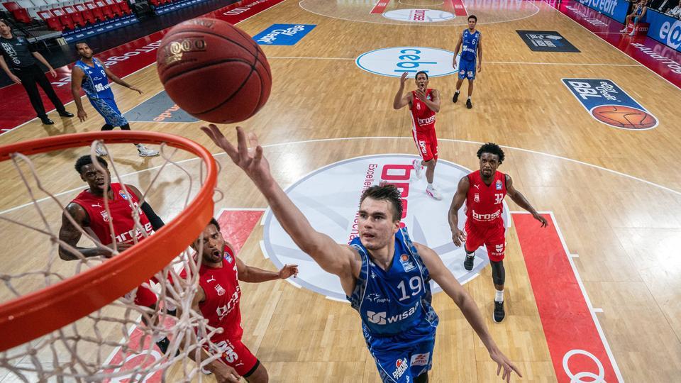 Skyliners Spieler Gytis Mariulis im Final-Tunier gegen Bamberg