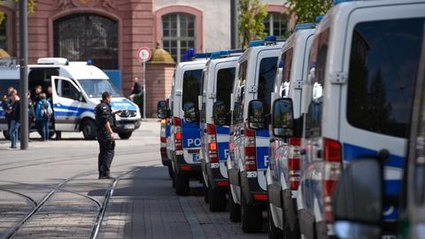 Polizisten am Samstag in der Darmstädter Innenstadt