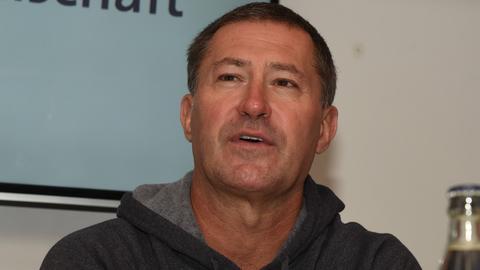 Huskies-Trainer Bobby Carpenter wartet weiter auf seinen ersten Sieg.